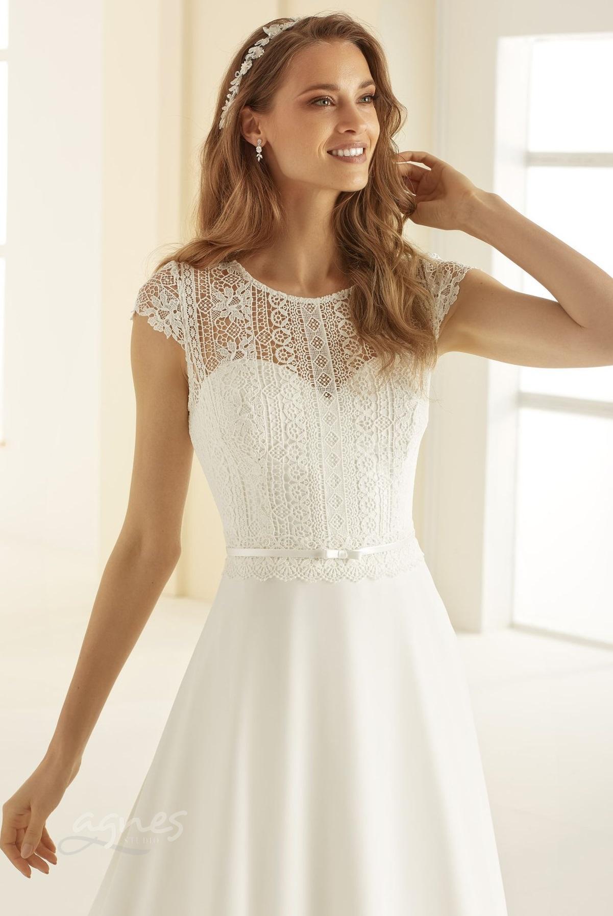svatebni-saty-ARIOSA-Bianco-Evento-bridal-dress-(2)-boho-style