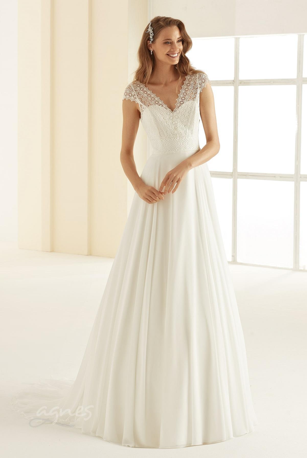 svatebni-saty-MARGARET-Bianco-Evento-bridal-dress-(1)-boho-style