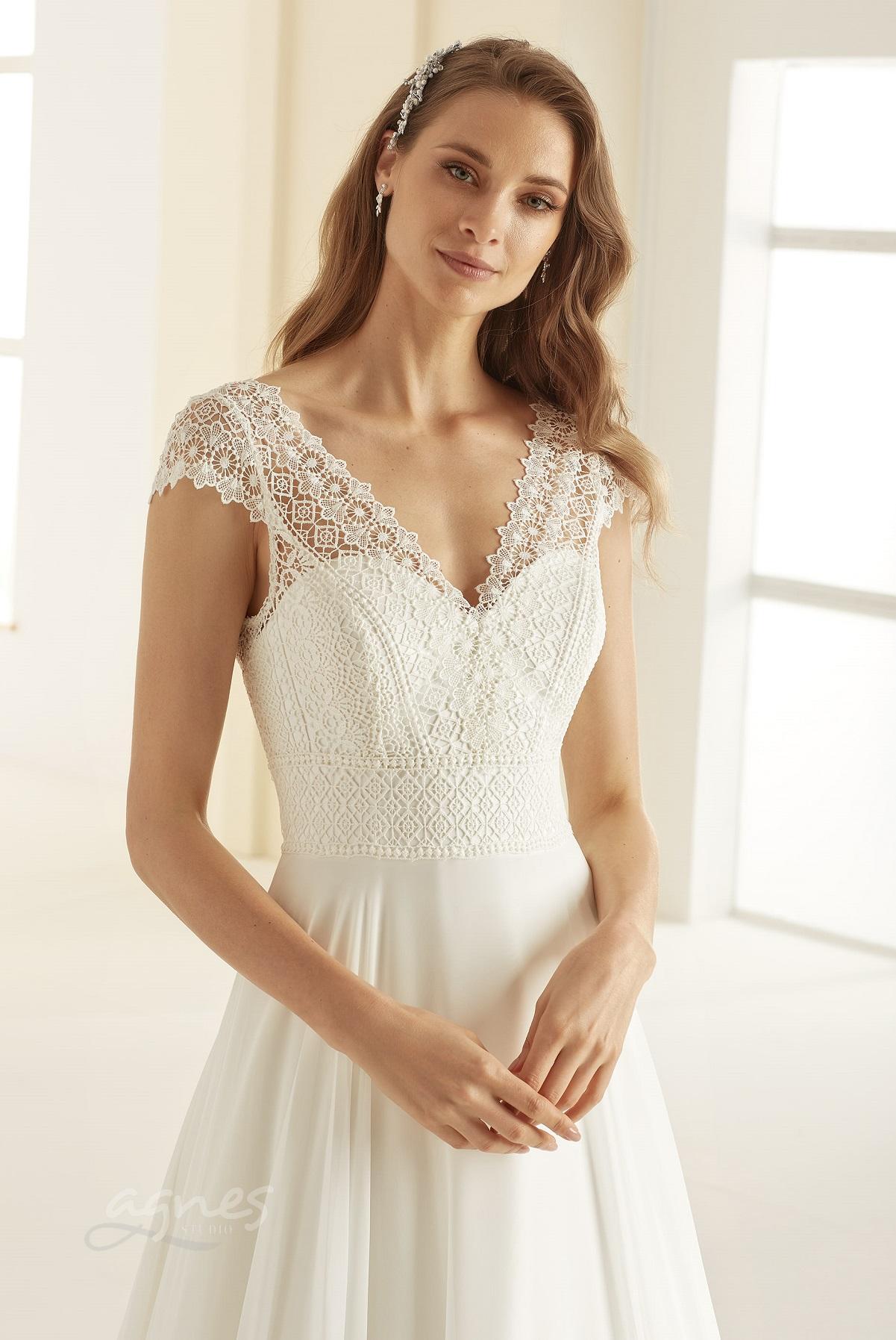 svatebni-saty-MARGARET-Bianco-Evento-bridal-dress-(2)-boho-style