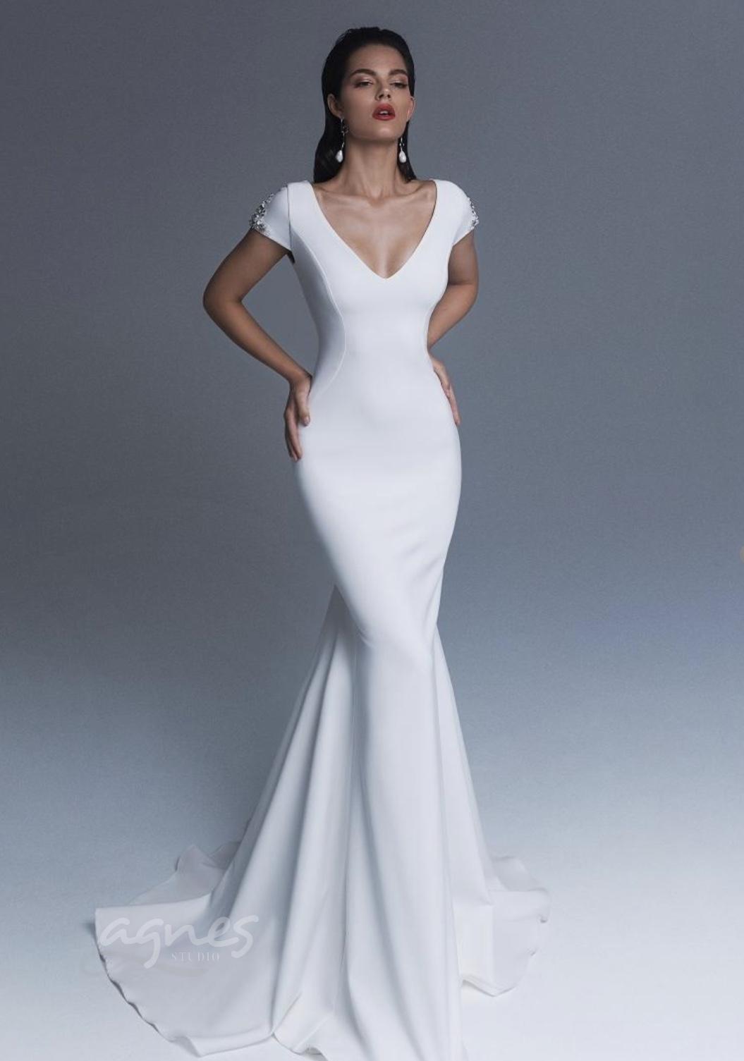 Splývavé svatební šaty Ladianto 7413