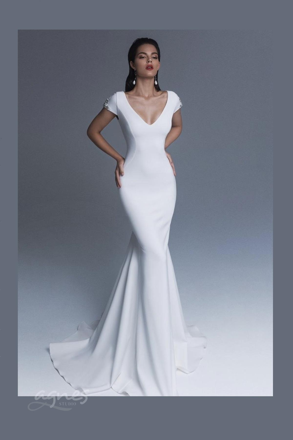 svatební šaty úzké
