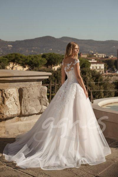 svatební šaty princeznovské