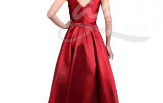 dlouhé červené šaty na ples