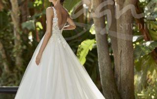 svatební šaty s výstřihem na zádech