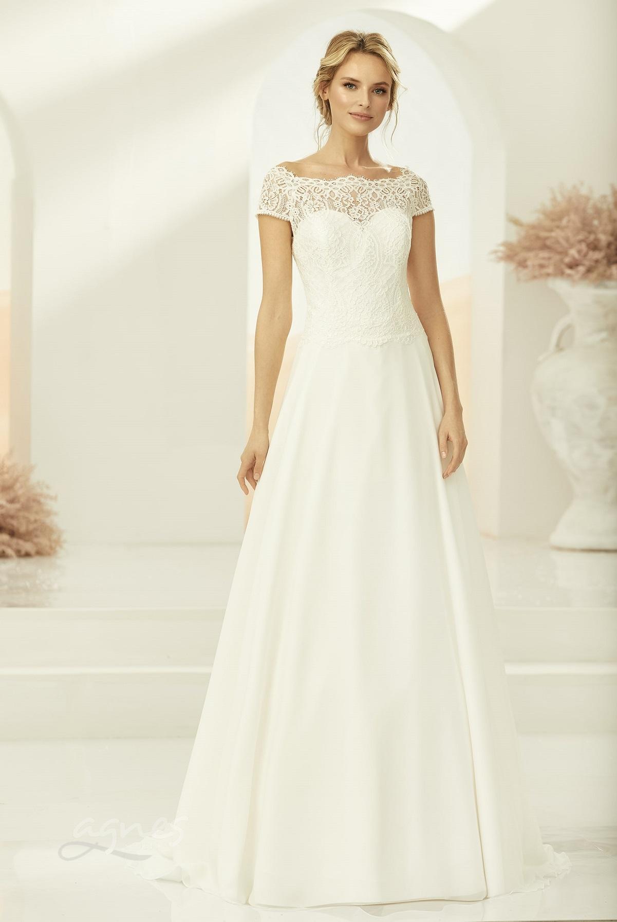 áčkové svatební šaty