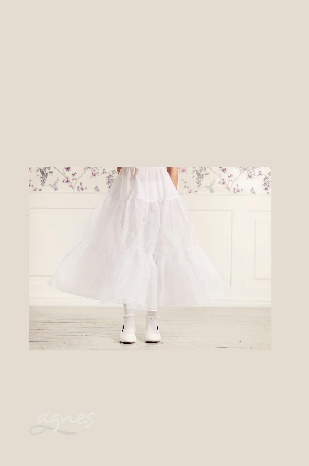 bílé šaty na první svaté přijímání